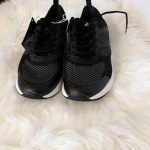 Woman Fila tennis shoes size 6